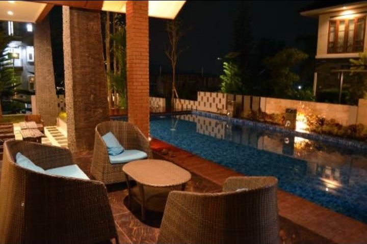 villa kusuma pinus kolam renang